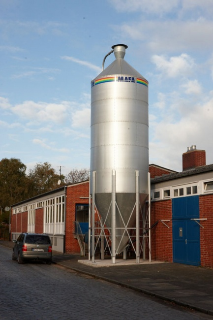 Picture 4 - The 10 m3 pellet   silo at Burgweg depot