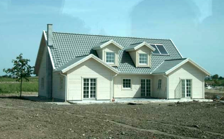 Picture 1 - Single-family  house with solar  thermal collectors