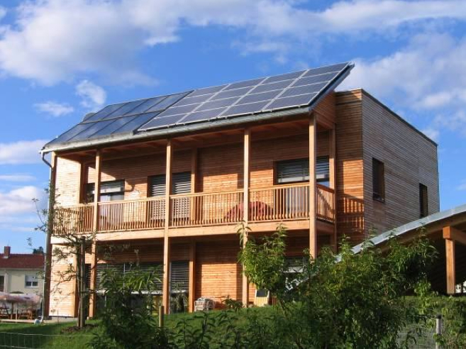 Picture 1 -   New single-family  house with photovoltaics  and solar thermal  collectors